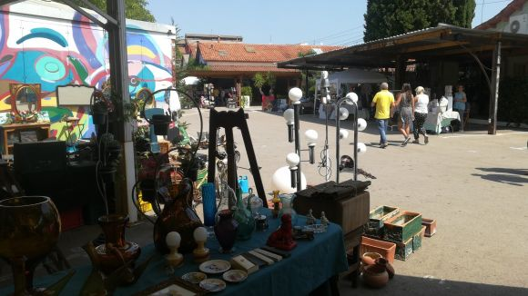 El mercat d'art i artesania 'Arts & Crafts' porta al Mercantic antiguitats i objectes de segona mà