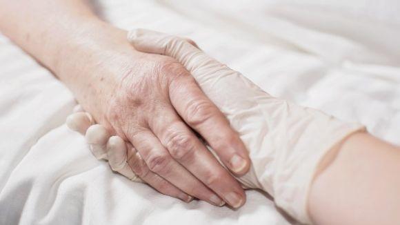 La família i els equips mèdics han de respectar el DVA del malalt / Foto: cc
