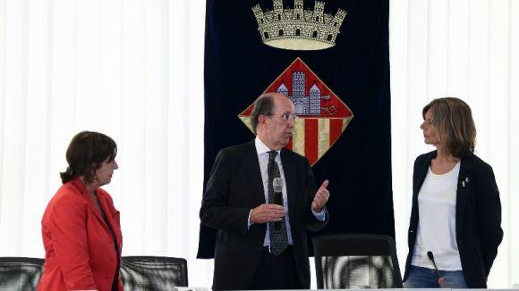 El ple municipal reconeix la tasca del secretari Rigau i la vicesecretària Cortés