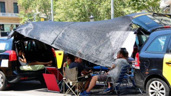 El sector del taxi de Sant Cugat se suma a la vaga indefinida