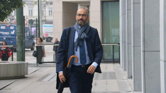 L'advocat belga defensor de Pablo Llarena, Hakim Boularbah, a l'entrada de la vista preliminar als jutjats de primera instància de Brussel·les / Foto: ACN