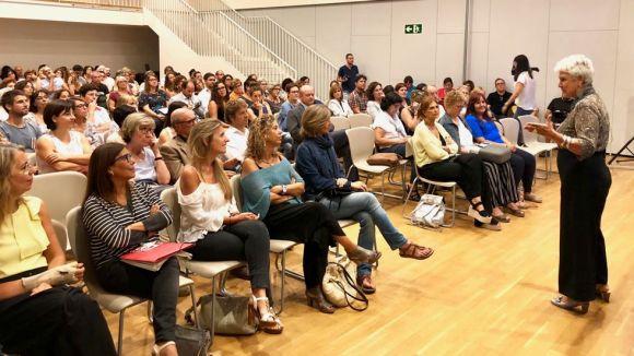 La comunitat docent s'ha reunit per inaugurar el curs escolar / Foto: Localpres