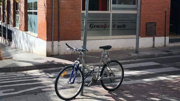 Fotodenúncia: bicicleta mal estacionada a la via pública