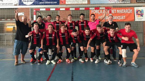 Els vermell-i-negres celebrant la primera victòria de la temporada / Foto: Futbol Sala Sant Cugat