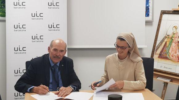 Lluís Giner Tarrida i la germana Maria Jesús Torrente, durant la signatura del conveni / Foto: Pureza de María