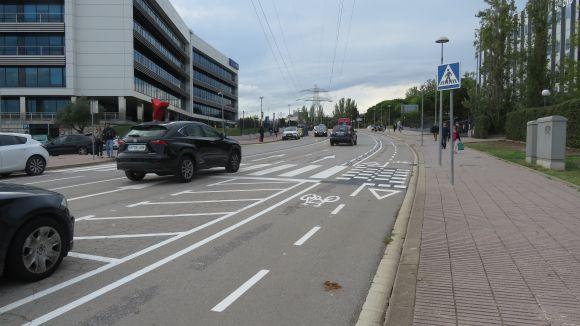 Imatge dels dos carrils de pujada, el de baixada i el nou carril bici