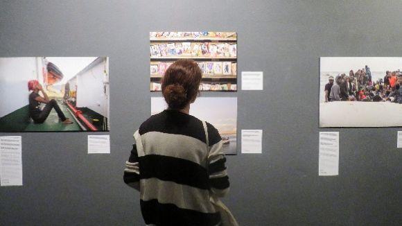 L'exposició mostra la realitat dels refugiats que travessen el Mediterrani
