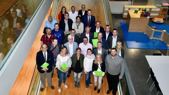 Fotografia de família amb les 21 entitats esportives signants / Foto: Localpres