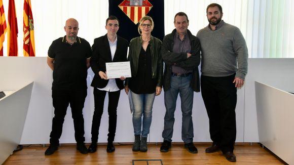 L'alcaldessa Carmela Fortuny ha entregat el certificat a les entitats esportives participants / Foto: Localpres