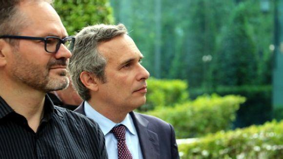 En primer terme, el vicepresident primer del Parlament, Josep Costa, i Alay, a l'A després de declarar el 4 de juny / Foto: ACN