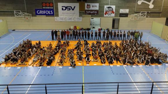 Ms de 300 jugadores omplen el pavell de Valldoreix en la presentaci del Volei Sant Cugat