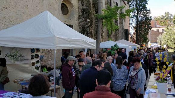 Imatge d'arxiu d'una fira d'entitats de la Festa de Tardor, activitat que enguany serà virtual / Foto: Cugat Mèdia