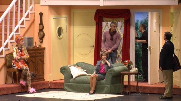 L'obra ha mostrat el món del teatre entre bambolines / Foto: Cugat.cat