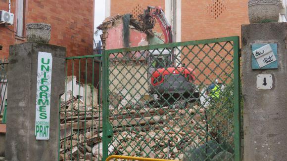 Enderroquen l'antiga Casa Prat del carrer de Sant Domènec