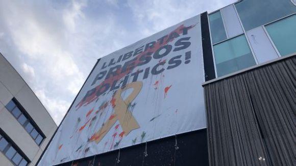 Cs exigeix la retirada de les pancartes dels 'presos polítics' dels edificis públics