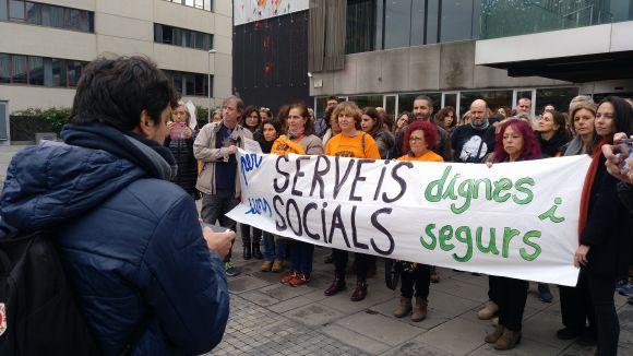 Una cinquantena de persones demana més protecció per als treballadors de Serveis Socials