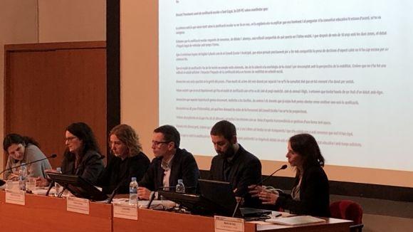 Periodistes i docents apel·len a la col·laboració en xarxa per educar en mitjans