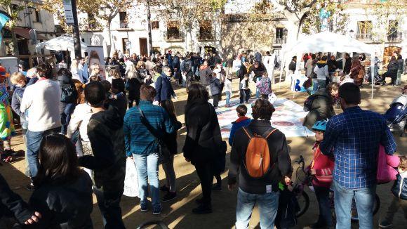 La Jornada d'Oci i Salut de l'HUGC omple de famílies de Sant Cugat la plaça de Barcelona