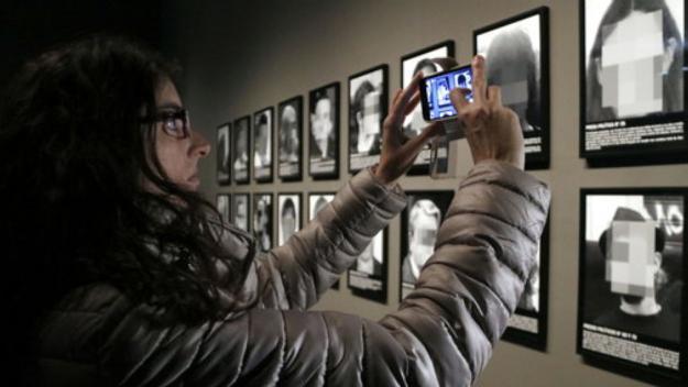 Una reproducció de l'obra 'Presos polítics' de Santiago Sierra aterrarà al Centre d'Art Maristany