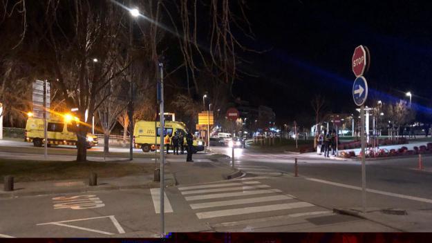Un ciclista, traslladat a l'hospital després de saltar-se un stop i topar contra un cotxe