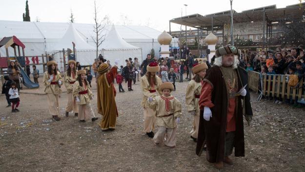 L'ambaixador reial aplega centenars de santcugatencs / Foto: Localpres