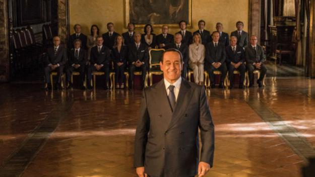 El personatge de Silvio Berlusconi i el seu govern darrere a 'Silvio (y los otros)' / Foto: ACN