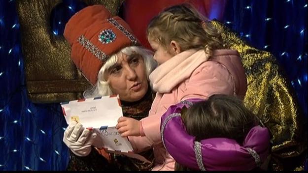 Centenars d'infants fan arribar les seves cartes als Ambaixadors Reials
