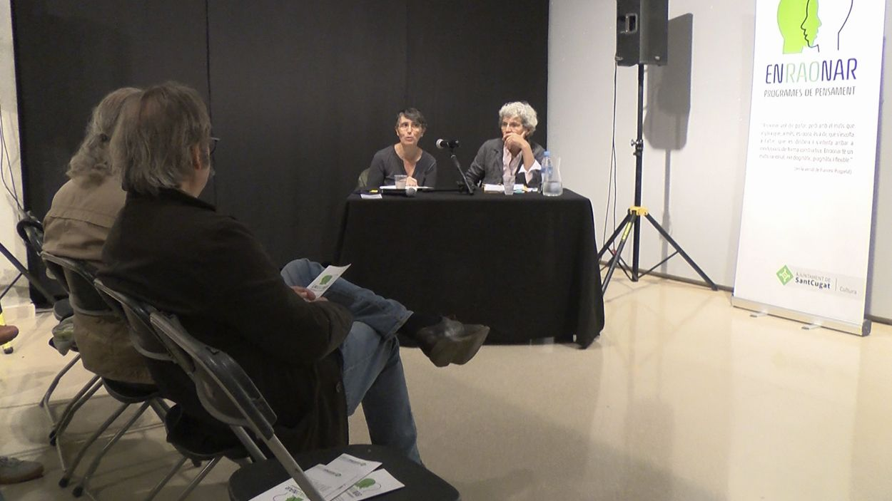 Imatge d'una de les conferències del cicle 'Enraonar' de tardor / Foto: Cugat Mèdia