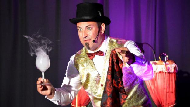 Aquest dissabte gaudeix en família d'una hora de màgia amb l'espectacle i l'humor del Mag Fèlix