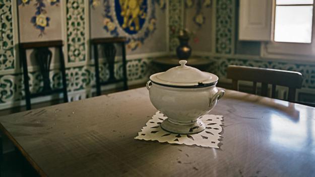Miquel Abat inaugura dissabte el recull fotogràfic dels objectes d'una casa abandonada