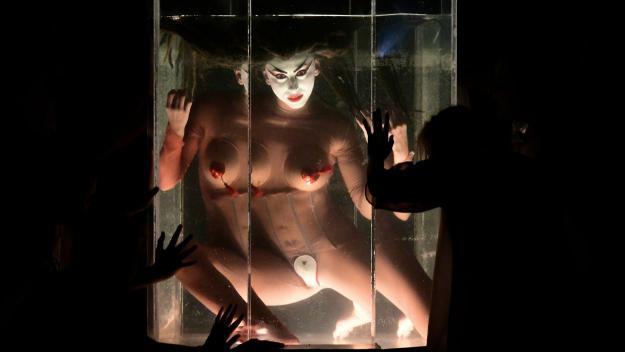 La Fura dels Baus fa del Teatre-Auditori una 'festa del plaer' amb 'Carmina burana'