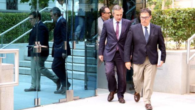 Josep Lluís Alay (esquerra), darrere el seu advocat, Jaume Alonso Cuevillas. / Foto: ACN