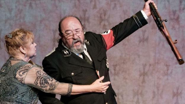 'Davant la jubilació' porta al Teatre-Auditori una família intoxicada pel nazisme