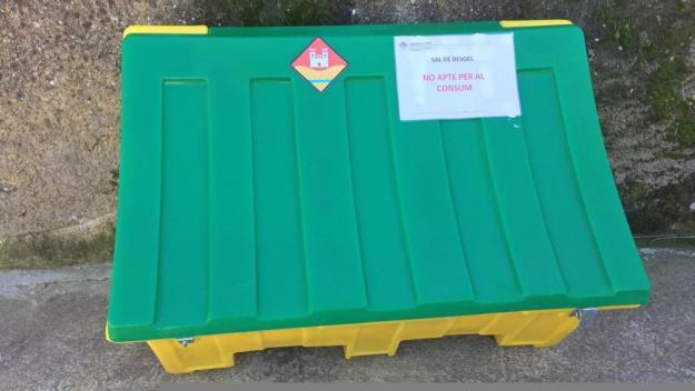 Instal·len tres contenidors de sal a Valldoreix per afrontar les baixes temperatures