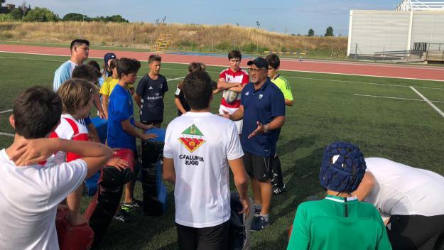 Lewis Williams explica directrius tècniques al campus de pretemporada / Font: Rugby Sant Cugat