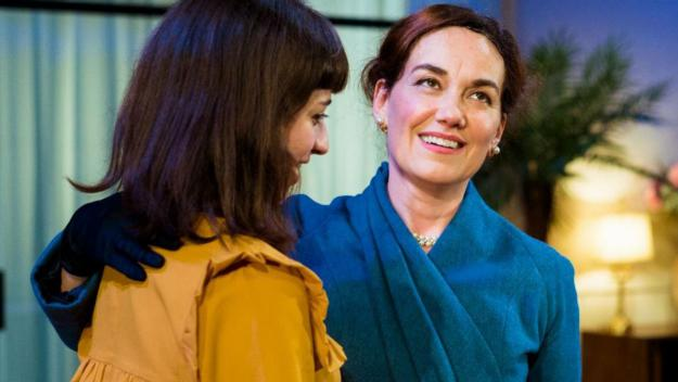 Laura Conejero i Paula Jornet a 'La importància de ser Frank' / Foto: Teatre-Auditori