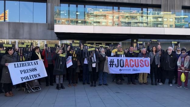 Aturada d'un centenar de treballadors de l'Ajuntament en contra d'un 'judici vergonyós'