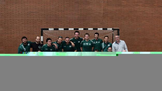 Sergi Porteros, el quart per l'esquerra de la fila de dalt / Font: Handbol Valldoreix