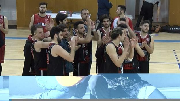 Els jugadors de la UESC després d'un partit / Foto: Cugat.cat