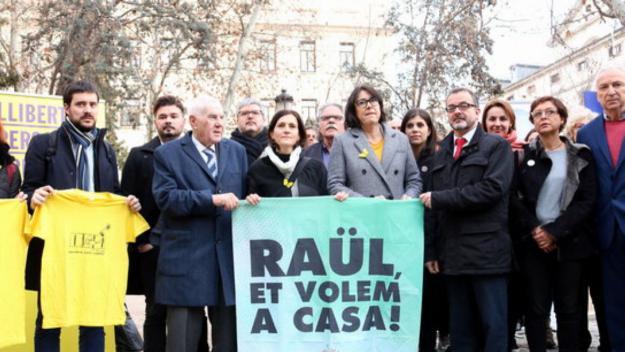 Concentració d'ERC davant el Suprem en suport a Raül Romeva
