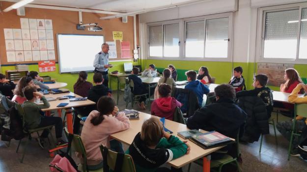 Una xerrada amb els alumnes de sisè de l'escola Catalunya / Foto: Cugat.cat