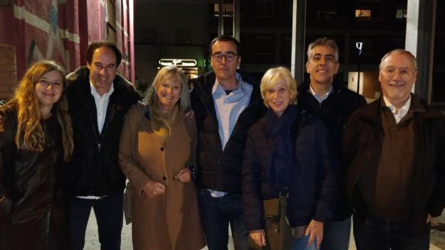 Recasens, al centre, amb altres candidats i impulsors de Primàries Sant Cugat / Foto: Cugat.cat