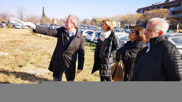 El solar en desús del carrer d'Astúries de Mira-sol es destinarà temporalment al conreu