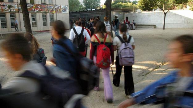 Salat anuncia el desdoblament dels grups més tensionats el curs vinent per reduir les ràtios a les aules