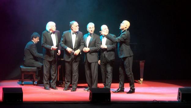 Les Luthiers demostren a un Teatre-Auditori ple que el seu humor és com el vi