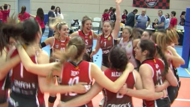 Les jugadores del Volei Sant Cugat celebrant la victòria / Foto: Cugat.cat
