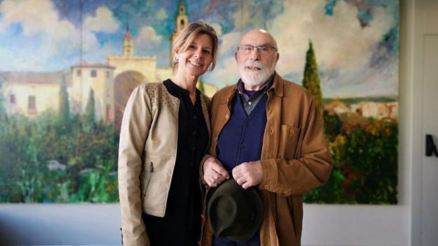 Eduard Jener acompanyat de l'alcaldessa, Carmela Fortuny, que escull el Premi extraordinari / Foto: Ajuntament
