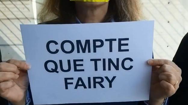 Treballadors de l'Arxiu Nacional protesten contra la retirada de llaços grocs