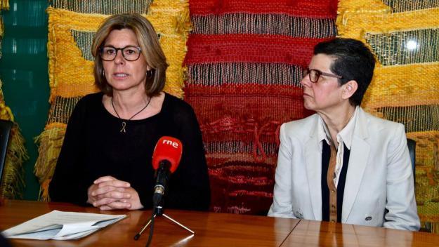 L'alcaldessa, Carmela Fortuny, amb Vicki Bernadet / Foto: Ajuntament