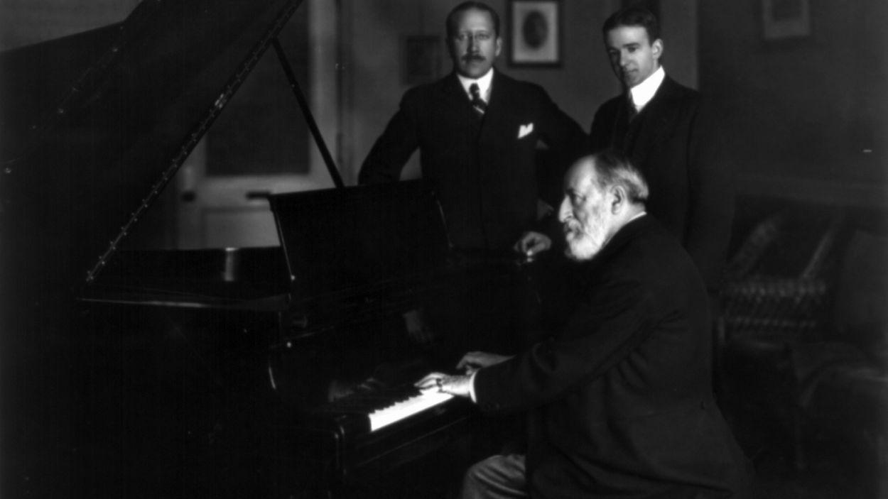 Camille Saint-Saëns, al piano / Foto: Viquipèdia